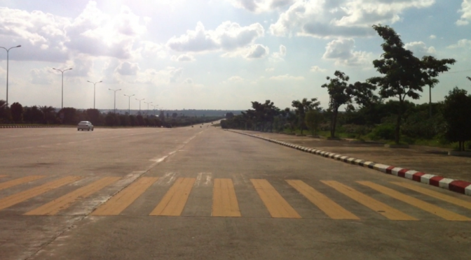 route déserte Naypyidaw